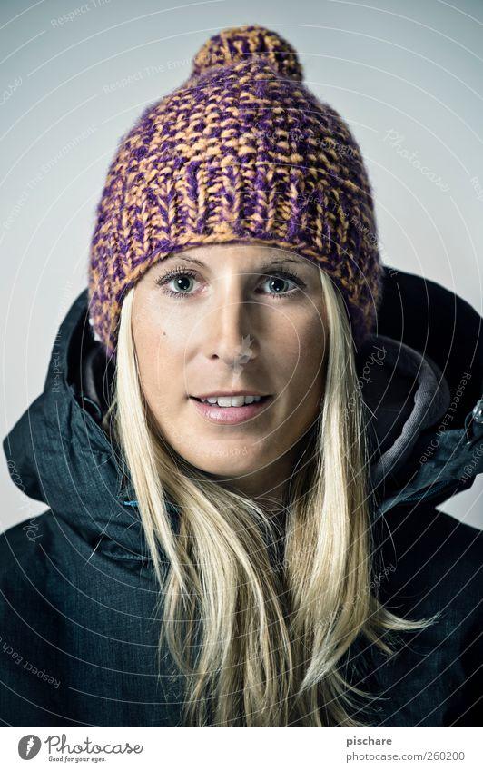 Pippos exclusive Topmodel Frau Jugendliche schön Gesicht Erwachsene feminin Glück blond ästhetisch Fröhlichkeit Lifestyle 18-30 Jahre Lächeln Mütze Lebensfreude