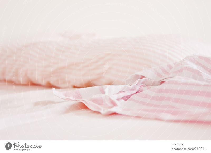 Bettwäsche hell rosa natürlich authentisch Dekoration & Verzierung Lifestyle Bett Stoff einfach Bettwäsche Schlafzimmer Faltenwurf