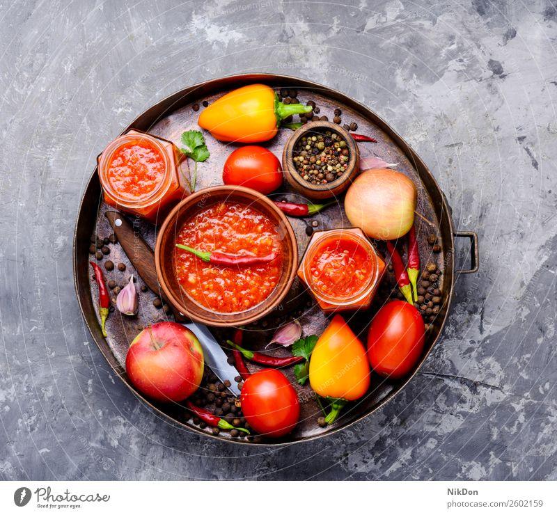 Pikante Würze, Sauce Adjika Saucen Gewürz Würzig Knoblauch Lebensmittel Bestandteil rot Paprika heiß Peperoni Tomate frisch Gemüse organisch Vegetarier Küche