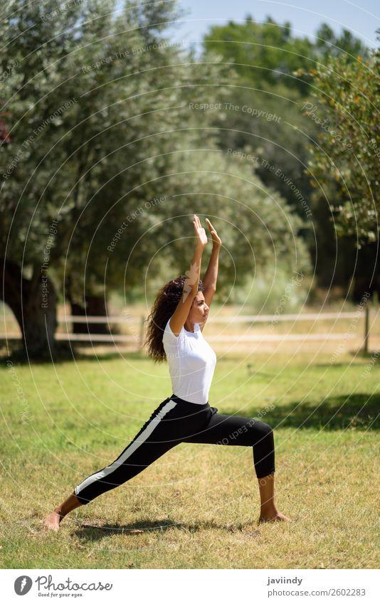 Frau Mensch Natur Jugendliche Junge Frau Sommer schön grün Erholung ruhig schwarz 18-30 Jahre Lifestyle Erwachsene feminin Sport