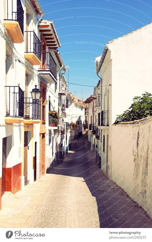 Siesta [XI] Ferien & Urlaub & Reisen Tourismus Städtereise Andalusien Spanien Dorf Stadtzentrum Altstadt Menschenleer Haus Mauer Wand Fassade Balkon Straße