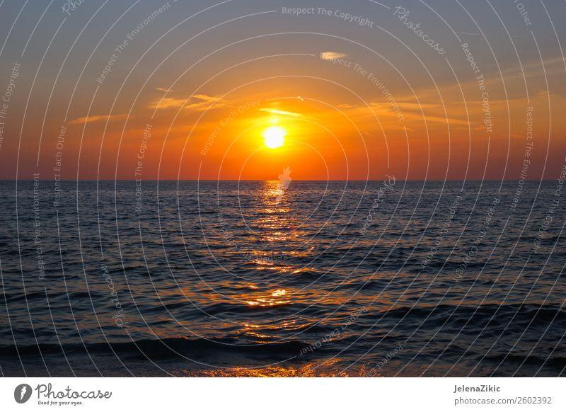 Schöner Sonnenuntergang am Meer schön Ferien & Urlaub & Reisen Sommer Strand Tapete Natur Landschaft Himmel Wolken Horizont Wetter Küste blau rot Wasser