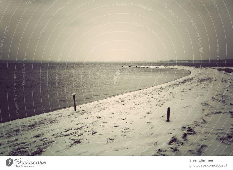 Holnis Landschaft Wasser Winter schlechtes Wetter Eis Frost Schnee Strand Bucht Ostsee Meer bedrohlich dunkel ruhig Horizont Farbfoto Gedeckte Farben