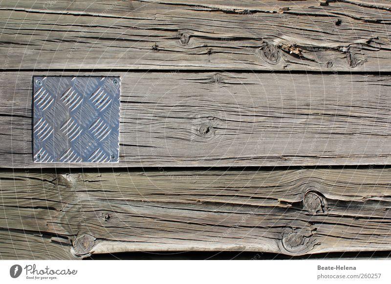 Gegensätze ziehen sich an Küste Haus Brücke Architektur Wege & Pfade Holz Metall ästhetisch außergewöhnlich grau silber Vertrauen achtsam Stress Partnerschaft