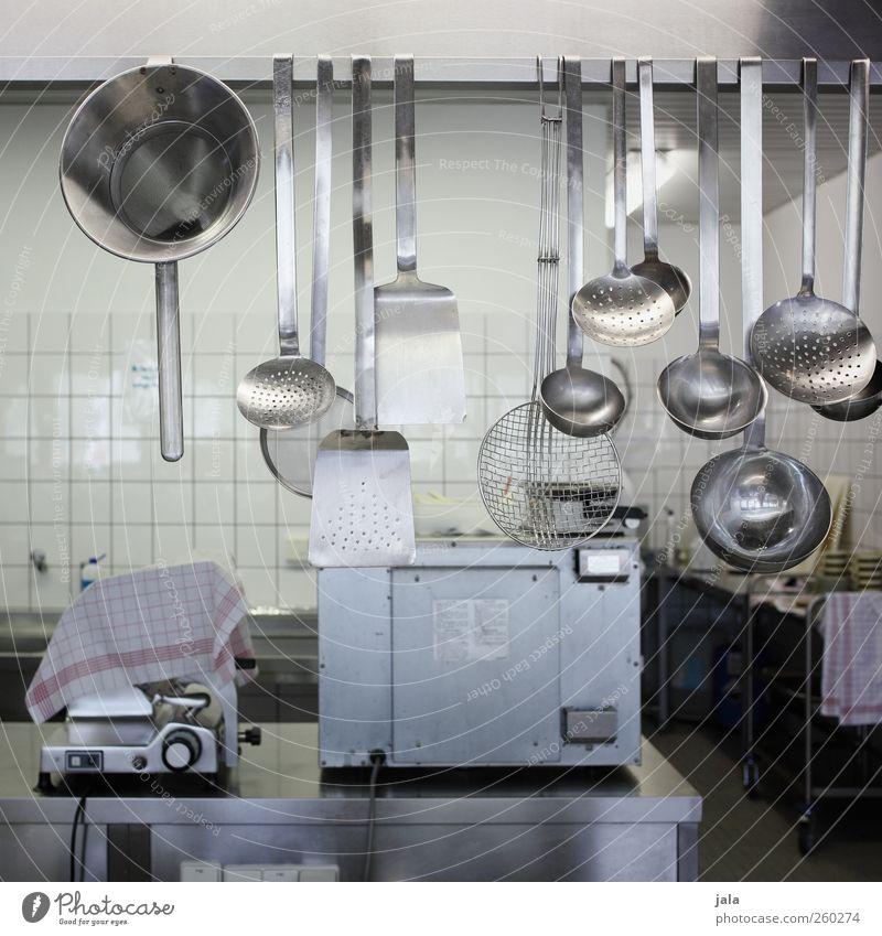 canteen kitchen Arbeitsplatz Küche Gastronomie Sieb Schöpfkelle Schöpflöffel grau Farbfoto Außenaufnahme Menschenleer Tag Garküche