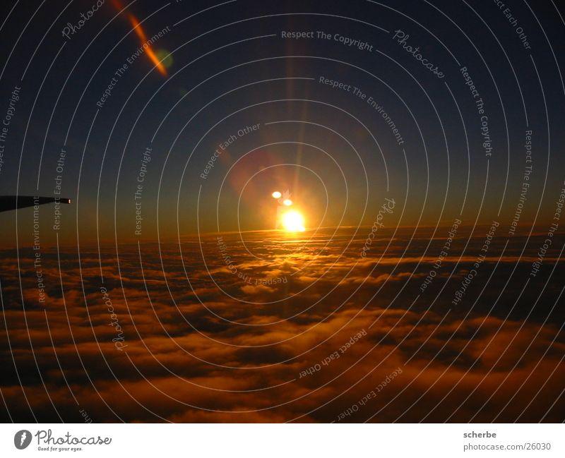 Über den Wolken ... Himmel Sonne Wolken oben Flugzeug Europa Digitalfotografie