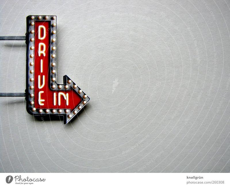 DRIVE IN Stadt weiß rot Freude Lifestyle grau Freizeit & Hobby leuchten modern Schilder & Markierungen Schriftzeichen Kommunizieren Lebensfreude Hinweisschild