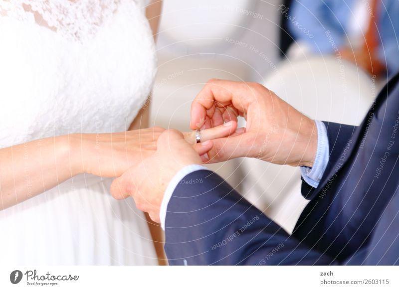 Ja-Sager Mensch maskulin feminin Junge Frau Jugendliche Junger Mann Erwachsene Eltern Familie & Verwandtschaft Paar Partner Arme Hand 2 18-30 Jahre Kleid Anzug