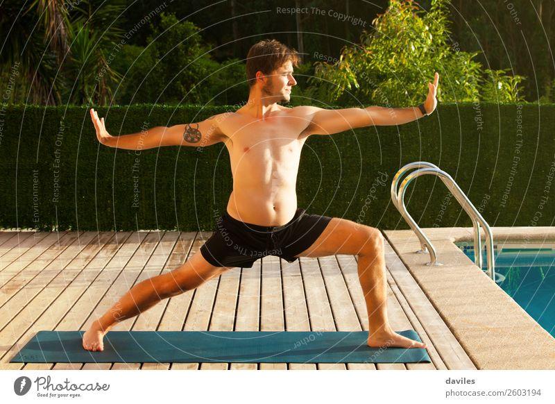 Mensch Natur Mann Sommer ruhig Lifestyle Erwachsene Zufriedenheit Freizeit & Hobby maskulin Körper nachdenklich Wellness harmonisch Gelassenheit Meditation