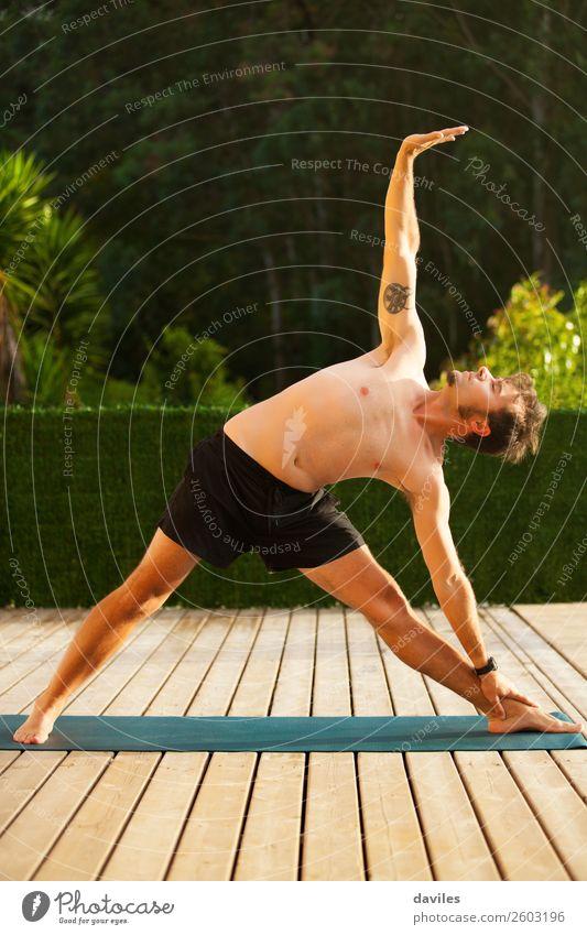 Mensch Natur Mann Sommer Erholung ruhig Lifestyle Erwachsene Freizeit & Hobby maskulin Körper Wellness harmonisch Gelassenheit Meditation Konzentration
