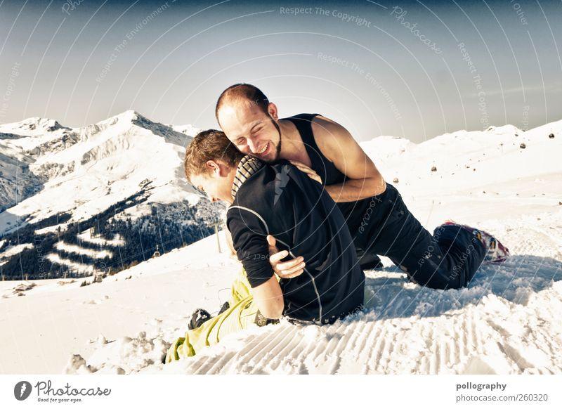 winter-FUN-land Mensch maskulin Junger Mann Jugendliche Erwachsene Freundschaft Leben 2 18-30 Jahre Natur Landschaft Wolkenloser Himmel Winter Schönes Wetter