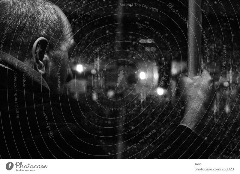 Reisender Mensch Mann Hand Stadt Ferien & Urlaub & Reisen Einsamkeit ruhig Erwachsene Leben Senior Bewegung Traurigkeit träumen Perspektive trist Wandel & Veränderung