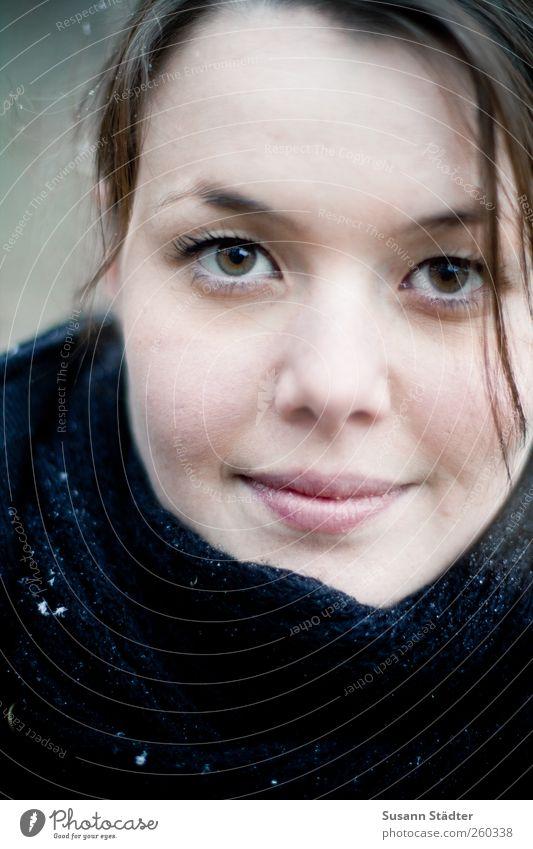 sue. feminin Junge Frau Jugendliche Kopf 1 Mensch 18-30 Jahre Erwachsene brünett Scheitel schön vernünftig Schnee direkt hypnotisch Haarsträhne Momentaufnahme