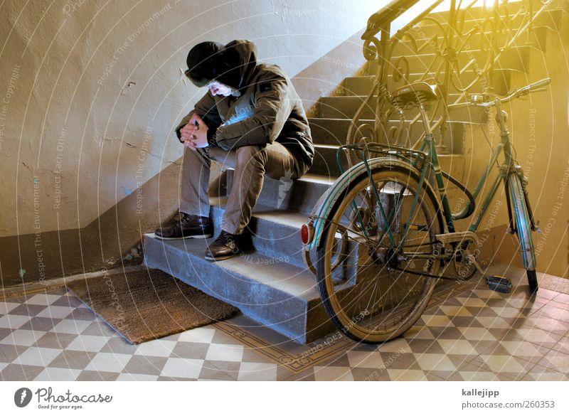 zu kalt zum fahrradfahren Mensch Körper Fahrrad sitzen Treppe Trauer Geländer Jacke Mütze Treppenhaus Altbau Abstellplatz