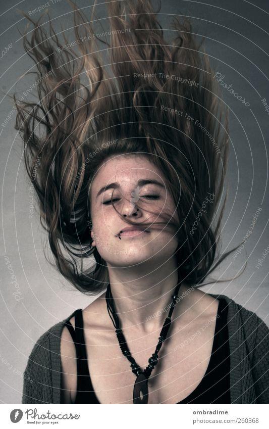 SoulKitchen Mensch feminin Junge Frau Jugendliche Erwachsene Leben Kopf Haare & Frisuren 1 18-30 Jahre Piercing brünett blond langhaarig Locken Bewegung