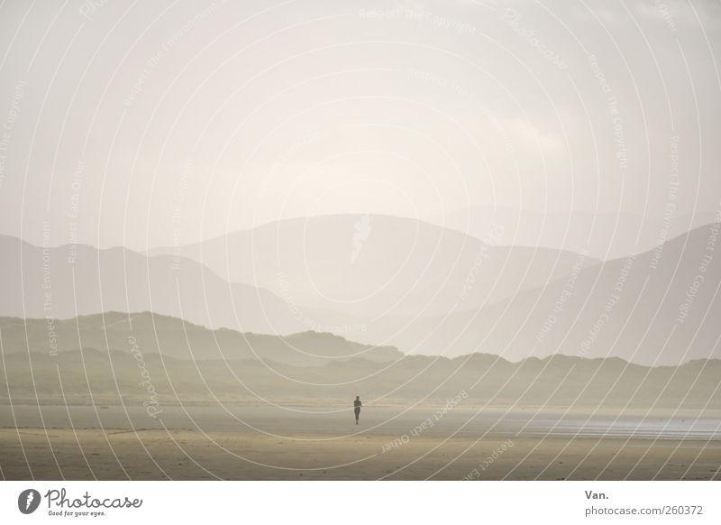 still Mensch Himmel Ferien & Urlaub & Reisen Meer Strand Einsamkeit ruhig Ferne Umwelt Landschaft Berge u. Gebirge Freiheit Sand Küste Wetter Erde
