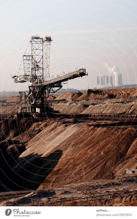 Tagebau mit Kraftwerk - fossile Energie Braunkohlentagebau Energiewirtschaft Stromkraftwerke Heizkraftwerk Arbeitsplatz Förderturm Förderstrecke