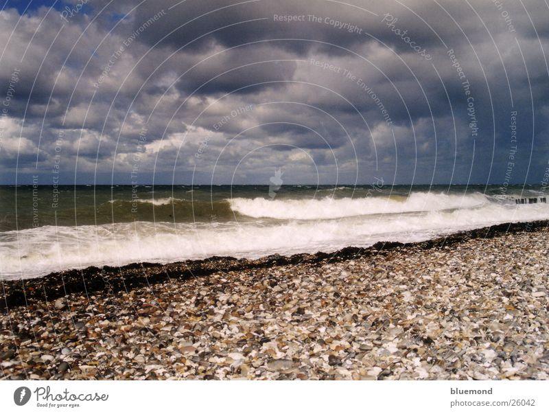 stürmischer Sommer Wasser Himmel Strand Wolken Wellen Sturm