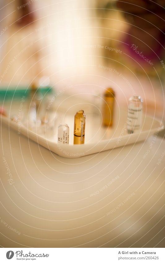 Auf dem Weg der Besserung stehen Gesundheitswesen Arzt Krankenhaus Medikament Vitamin Arbeitsplatz Praxis Tablett Alternativmedizin Heilpraktiker Ampulle