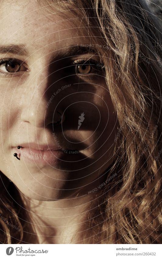 Schattenseite Mensch Frau Jugendliche schön Erwachsene Auge Leben feminin Gefühle Kopf Haare & Frisuren Glück Stimmung Zufriedenheit blond Fröhlichkeit