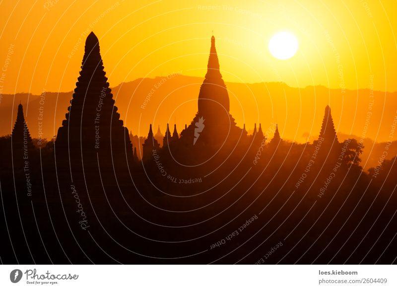 Silhouettes of Burmese Pagodas during sunset, Bagan, Myanmar Ferien & Urlaub & Reisen Tourismus Abenteuer Ferne Sightseeing Sommer Natur Sonne Sonnenaufgang