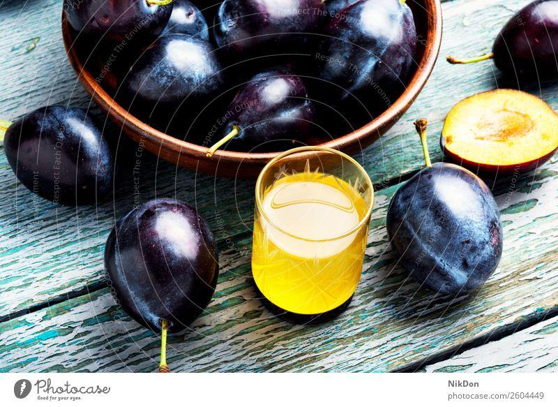 Pflaume alkoholisches Getränk rakia Glas Frucht Alkohol trinken Lebensmittel süß geschmackvoll Weinbrand selbstgemacht Herbst traditionell Schnaps reif Sommer