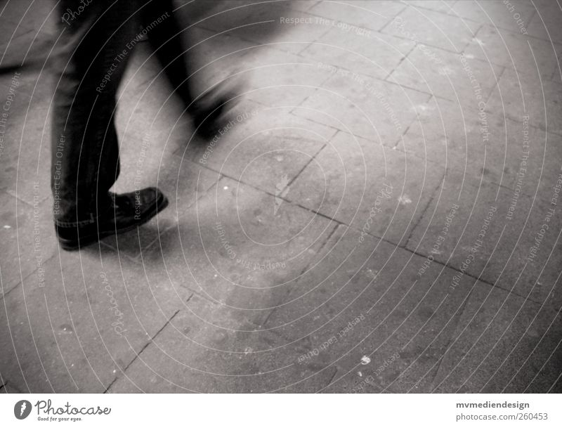 Hektik, Stress und immer in Bewegung. Mensch Stadt Einsamkeit Bewegung Traurigkeit Beine Fuß laufen maskulin Sehnsucht Stress Eile