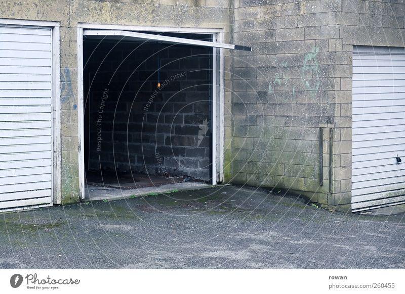 garage Stadt grau Gebäude PKW Tür offen Verkehr leer Sicherheit trist fahren Asphalt Bauwerk Tor Fahrzeug Autofahren