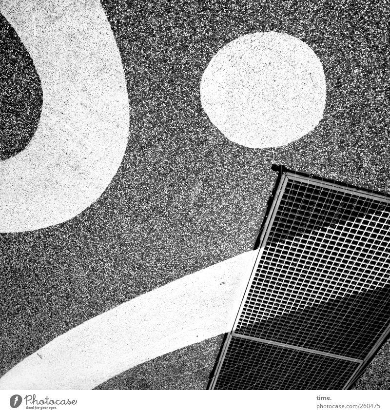 StreetArt Kunst Beton weiß Farbe Farbstoff Gitter Boden Bodenbelag Zeichnung Kreis Leiste Asphalt Untergrund Schacht Schwarzweißfoto Außenaufnahme Nahaufnahme
