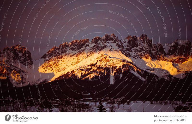 alpenglühen Ferien & Urlaub & Reisen Baum Landschaft Einsamkeit ruhig Winter Berge u. Gebirge Umwelt Schnee natürlich Felsen Horizont Tourismus Eis leuchten