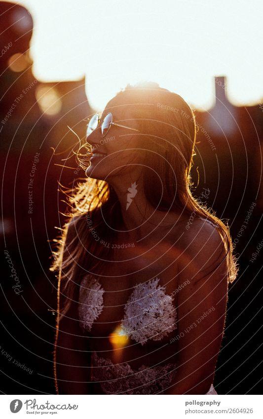 Smile Lifestyle Freude schön Freizeit & Hobby Ausflug Freiheit Sommer Sonne feminin Frau Erwachsene Leben 1 Mensch Sonnenlicht Schönes Wetter Mode Bekleidung