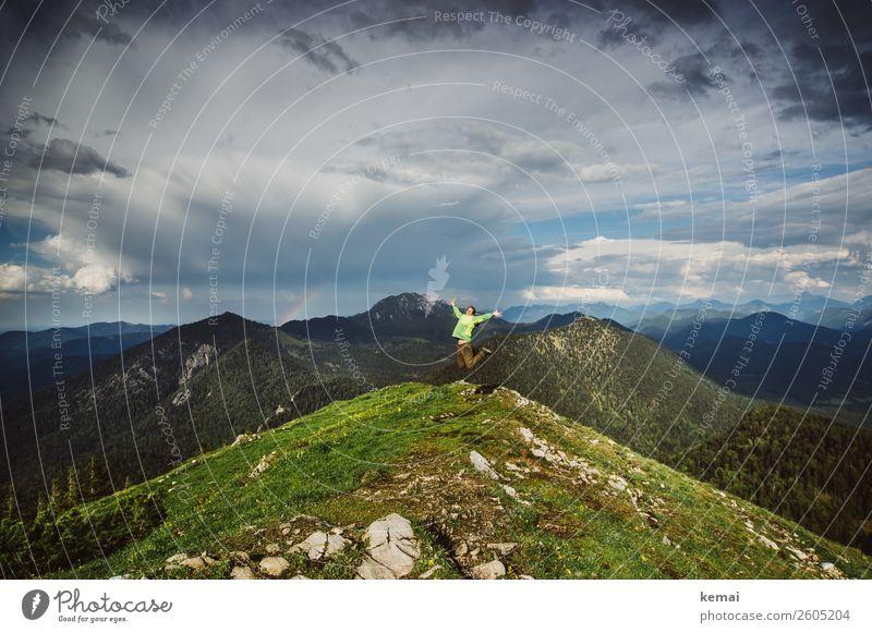 Freudensprung Mensch Himmel Ferien & Urlaub & Reisen Natur Sommer Landschaft Wolken Berge u. Gebirge Lifestyle Leben feminin Glück Gras Freiheit Felsen