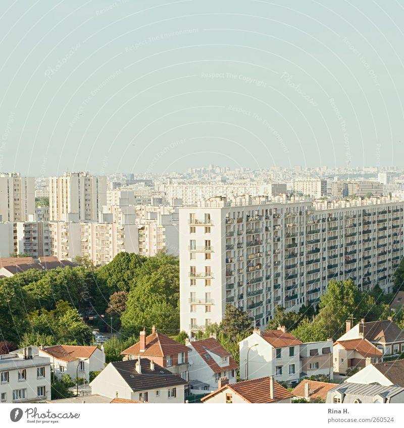Bright Light Big City II Paris Frankreich Stadt Hauptstadt Skyline Haus Einfamilienhaus Hochhaus Architektur hell Quadrat eng Park Farbfoto Außenaufnahme