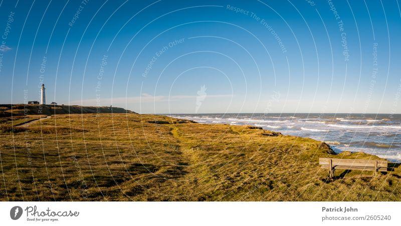 Dänemarks Küste Erholung ruhig Sonne Strand Meer Wellen wandern Landschaft Wolkenloser Himmel Herbst Wind Wiese Nordsee Hirtshals Menschenleer Leuchtturm