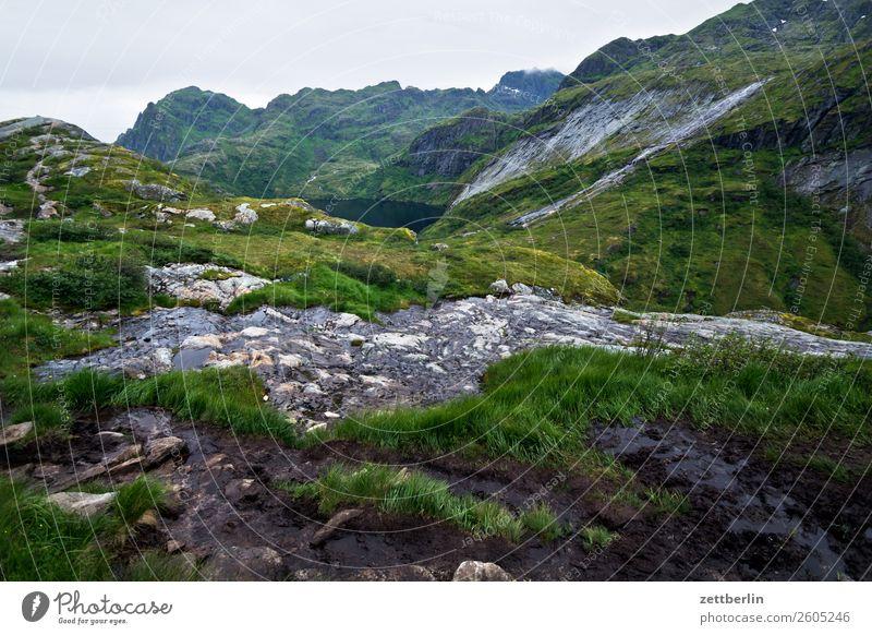 Støvla (Vestertinden) Berge u. Gebirge Gebirgssee Felsen Ferien & Urlaub & Reisen Fjord Himmel Himmel (Jenseits) Horizont Insel Landschaft Lofoten vestertinden