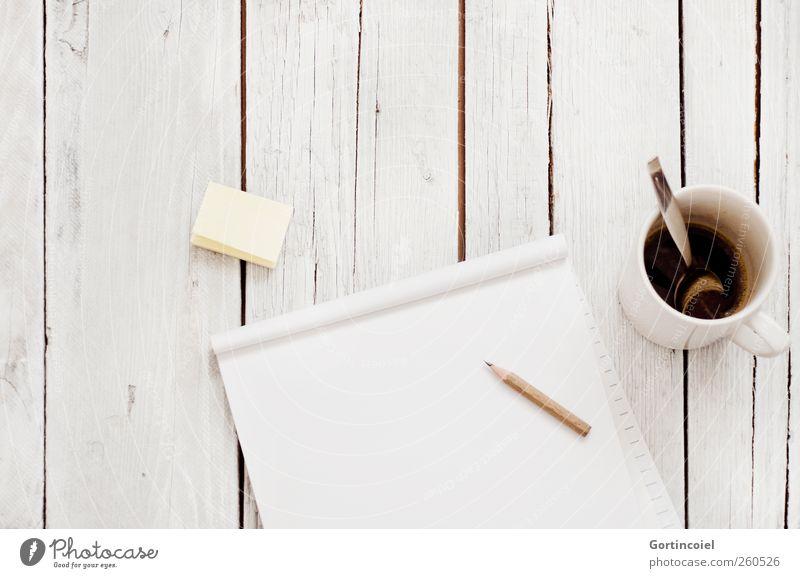 Scribblen Bildung Studium Arbeit & Erwerbstätigkeit Büroarbeit Arbeitsplatz hell Kreativität Papier Zettel Kaffee Bleistift Holztisch zeichnen Entwurf Farbfoto