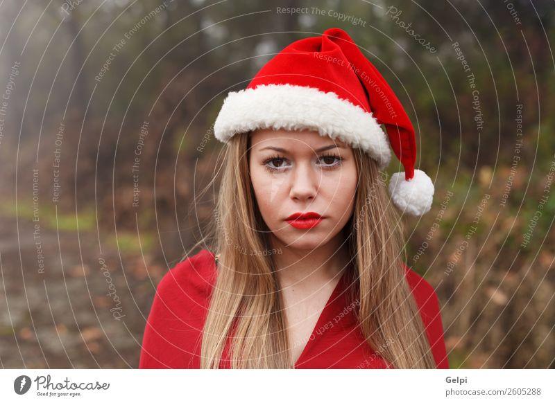 hübsches Mädchen Lifestyle Freude schön Gesicht ruhig Winter Weihnachten & Advent Mensch Frau Erwachsene Lippen Natur Nebel Baum Park Wald Mode Hut blond