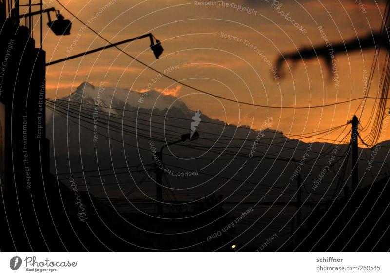 Mein erster! Himmel Natur Berge u. Gebirge hoch Gipfel Abenddämmerung Scheinwerfer Hochspannungsleitung Schneebedeckte Gipfel Südamerika Vulkan Bergkamm Peru