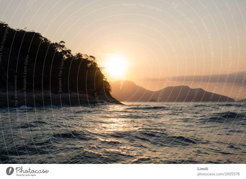 Abendstimmung auf dem Wasser Ferien & Urlaub & Reisen Tourismus Sommerurlaub Meer Insel Wellen Natur Landschaft Himmel Sonnenaufgang Sonnenuntergang