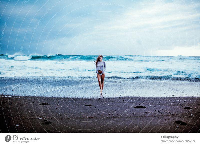 ocean Frau Mensch Ferien & Urlaub & Reisen Natur blau Wasser Meer Wolken Ferne Gesundheit Lifestyle Erwachsene feminin Sport Stil Freiheit