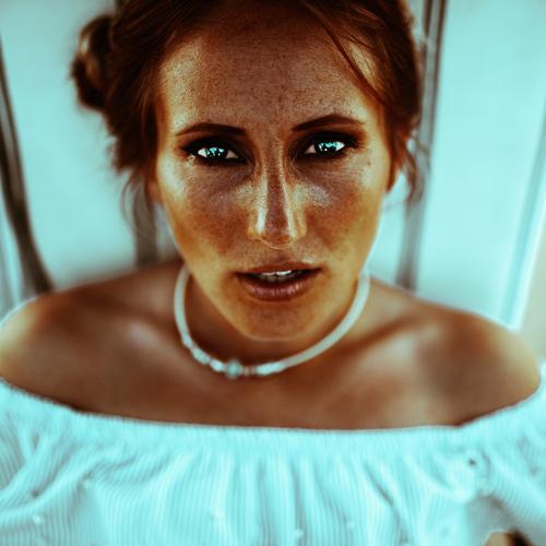 Eyecontact Lifestyle schön Gesicht feminin Kopf 1 Mensch 18-30 Jahre Jugendliche Erwachsene Mode Blick ästhetisch authentisch elegant hell trendy nah modern