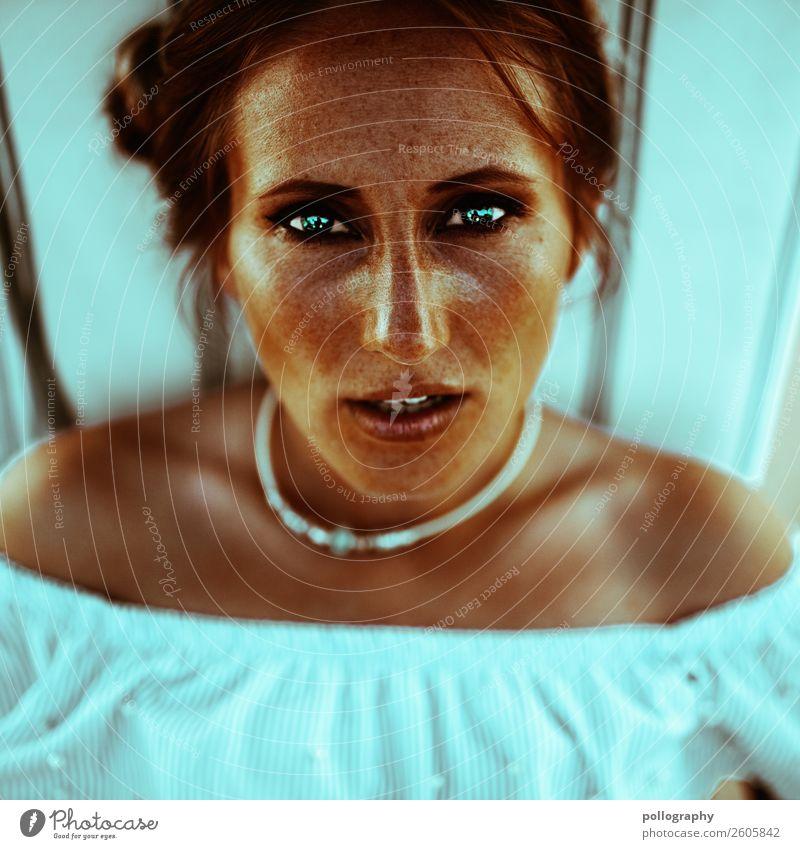 Eyecontact Mensch Jugendliche blau schön Erotik 18-30 Jahre Gesicht Lifestyle Erwachsene feminin Gefühle Mode Kopf hell modern elegant