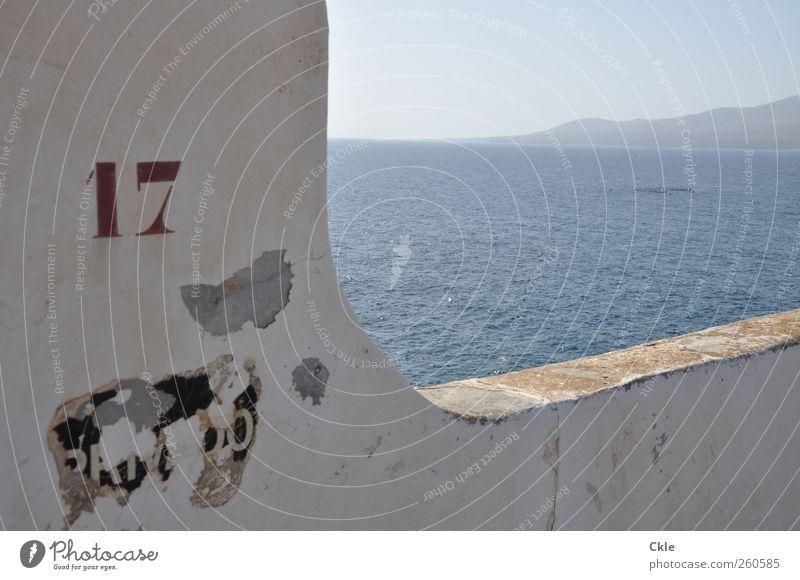 Ausschnitt Himmel blau Wasser Ferien & Urlaub & Reisen Sonne Sommer Meer Haus Landschaft Wand Berge u. Gebirge Wärme Küste Mauer Horizont Wellen