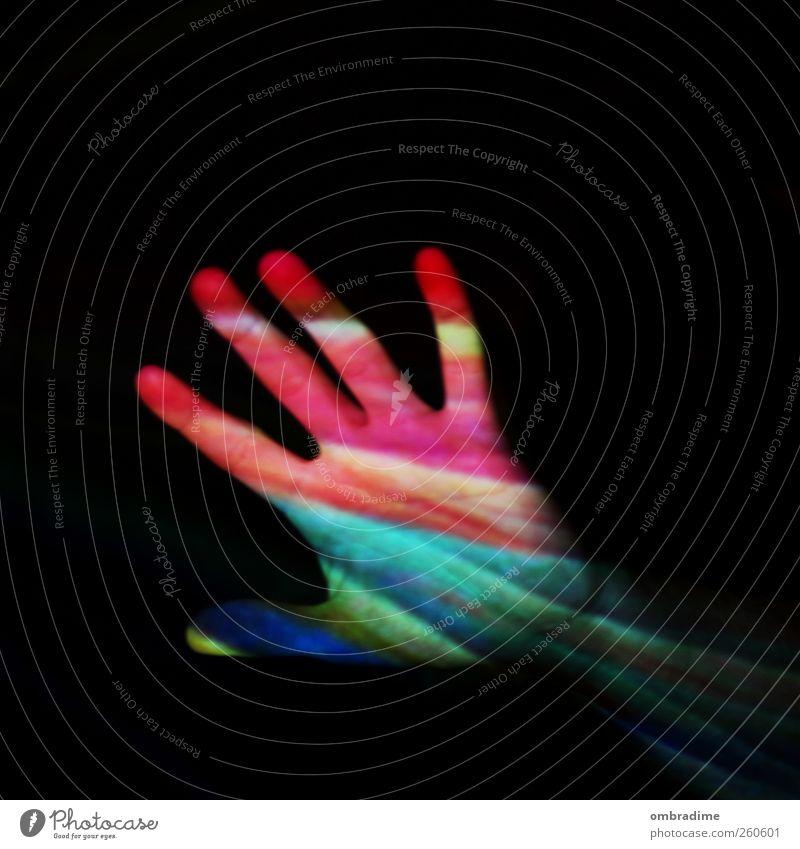 LIFE IS COLOURFUL Mensch Jugendliche Leben Hand blau mehrfarbig gelb grün rosa rot schwarz Farbfoto Innenaufnahme Experiment abstrakt Muster Textfreiraum links
