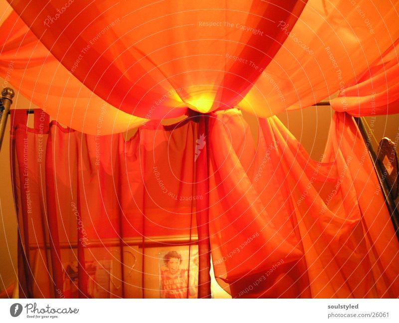 Himmelbett Bett gemütlich schlafen Licht Häusliches Leben Dekoration & Verzierung orange Stimmung Tuch