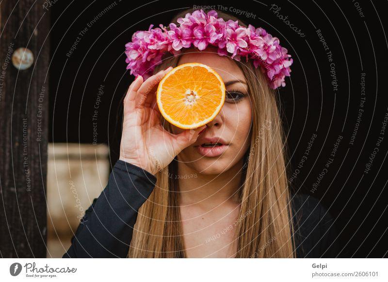 Frau Mensch Natur schön weiß Blume Erotik Freude schwarz Gesicht Lifestyle Erwachsene Holz Liebe natürlich Glück