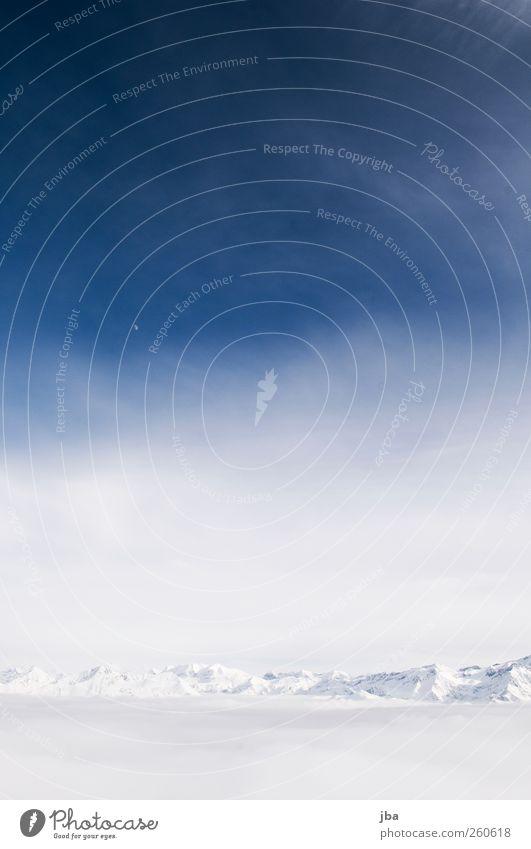 über dem Nebelmeer rechts Himmel Natur blau weiß schön Winter Wolken Ferne Schnee Berge u. Gebirge Freiheit Luft Zufriedenheit Felsen wild Urelemente
