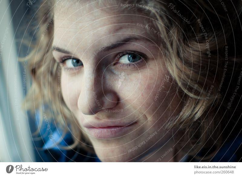300 baby. oh yeah! Mensch Frau Jugendliche schön Erwachsene Gesicht Auge Leben feminin Gefühle Kopf Haare & Frisuren blond Kraft Mund Nase