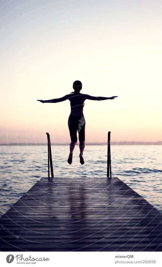 Leichtigkeit. Mensch Frau Himmel Jugendliche Sommer Ferne Kunst fliegen See springen Horizont Zufriedenheit Idylle ästhetisch Beginn Hoffnung