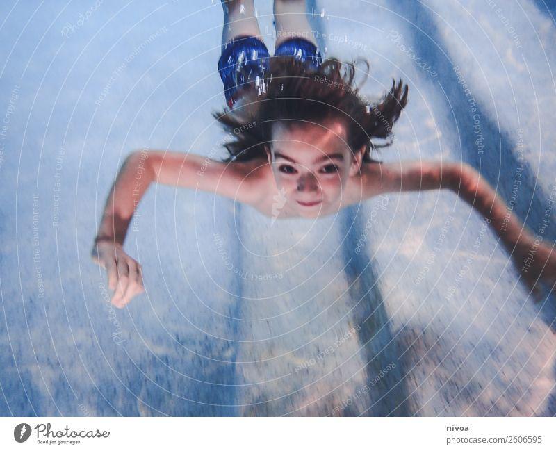 Junge taucht im Pool Freude Schwimmbad Schwimmen & Baden Freizeit & Hobby Spielen Ferien & Urlaub & Reisen Sport tauchen Kind Mensch maskulin Kindheit 1